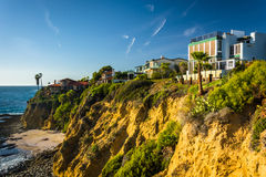 Houses on cliffs overlooking the Pacific Ocean  Royalty Free Stock Photos