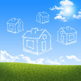 Houses of clouds in the sky over green grass Stock Photography