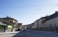 houses den gammala gatan carpathian kyrkliga mts västra små ukraine Vår 2015 Royaltyfri Fotografi