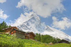 Houses in front of Matterhorn Royalty Free Stock Photography