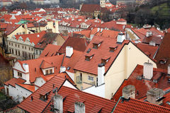 houses gammala prague tak Royaltyfri Bild