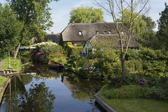 Houses in idyllic Giethoorn Royalty Free Stock Photos