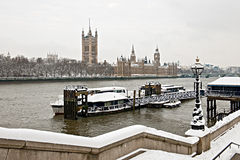 houses london parlamentsnow thames Royaltyfri Bild