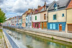 Free Houses Next To Canal Or River In Amiens Stock Photo - 99498160