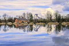 Houses next to water Royalty Free Stock Photography