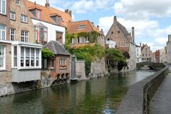 Houses overlooking canal at Goudenhandrei, Bruges, Belgium. royalty free stock photos