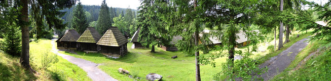 houses panoramat traditionell häftad timmer Arkivfoton