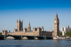 Houses of parliament overlooking River Thames. And Westminister bridge on bright sunny morning Stock Photography
