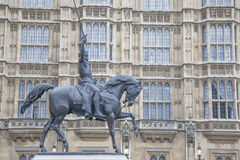 Houses of Parliament with Richard I Lionheart Statue and Monumen Stock Photo