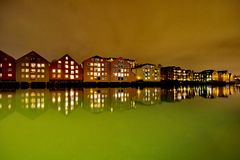 Houses on the water at night in Trondheim Stock Photos