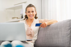 Housewife with credit card making online shopping Royalty Free Stock Photography