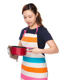 Housewife hold with skillet with oven gloves Royalty Free Stock Photo