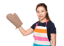 Housewife wear with oven gloves and present with copyspace Stock Image