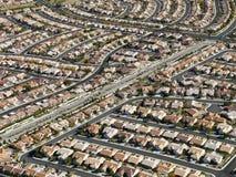 housing den stads- utbredningen Arkivbild