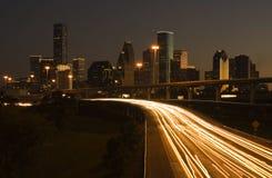 Houston da baixa atrás da estrada Fotos de Stock Royalty Free