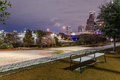 Houston del centro alla notte con le precipitazioni nevose ad Eleanor Park Fotografia Stock Libera da Diritti