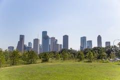 Houston del centro dal parco del ramo paludoso di fiume del bufalo al pomeriggio immagini stock