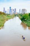 Houston Downtown och Brazos River på disig dag Royaltyfri Fotografi
