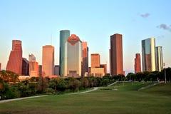 Houston Downtown Skyline Illuminated au coucher du soleil Image libre de droits