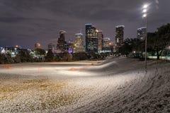 Houston du centre la nuit avec des chutes de neige chez Eleanor Park Photo libre de droits