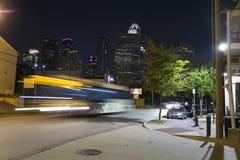Houston na noite na baixa imagens de stock royalty free