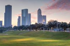 Houston-Skyline an der Dämmerung Stockfotos