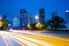 Houston Texas-horizon bij zonsondergang met verkeerslichten royalty-vrije stock foto's