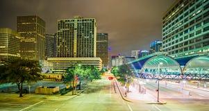 Houston Texas modern horisont på natten arkivfoto