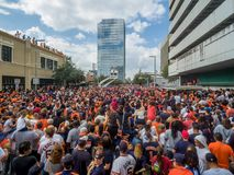 HOUSTON TEXAS - NOVEMBER 3rd 2017 - världsmästare Houston Astros firar deras seger över LAskojarna Arkivbild