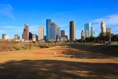 Houston Texas Skyline con i grattacieli moderni e la vista del cielo blu Immagini Stock