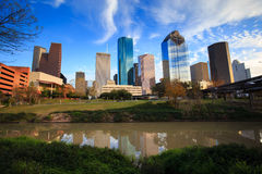Houston Texas Skyline med moderna skyskrapor och sikt för blå himmel Royaltyfri Bild