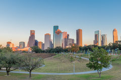 Houston Texas som är i stadens centrum på solnedgången Royaltyfri Foto