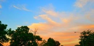 Houston Texass Flusswasser-Sonnenaufgangsonnenunterganghimmel draußen stockfoto