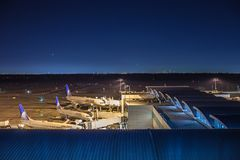 HOUSTON, TX - 14. Januar 2018 - Flugzeuge von United Airlines koppelte an Anschluss E bei George Bush Intercontinental Airport an stockbilder