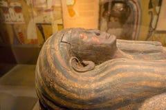 HOUSTON USA - JANUARI 12, 2017: Stäng sig upp av sarkofaget av den forntida Egypten i nationellt museum av naturvetenskap Arkivfoton
