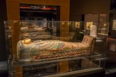 HOUSTON USA - JANUARI 12, 2017: Utläggning av den olika sarkofaget inom av byggnaden i det forntida Egypten området Arkivfoton