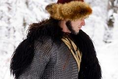 Hout van de de strijderswinter van portret vecht het sterke Viking Skandinavisch traditioneel van de de kettingspost van de kledi Royalty-vrije Stock Foto's