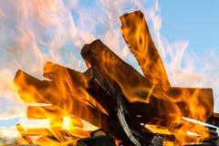 Hout in vlammen Royalty-vrije Stock Foto's
