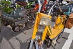 Houtaud/Franche Comté/France/июнь 2018: Желтые 1970s Пежо 1 стоковое фото