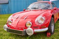 Houtaud/Franche Comté/France/junio de 2018: Los años 60 rojos Renault Alpi imagen de archivo