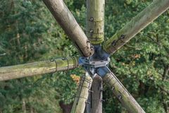 Houtconstructie van hout en metaal stock fotografie