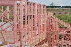 Houtconstructie van privé huizen op ongelijke oppervlakten Royalty-vrije Stock Foto