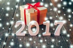 Houten aantallen die het aantal 2017, voor het nieuwe jaar en sno vormen Stock Afbeelding