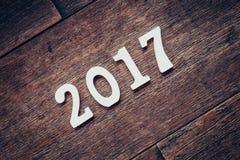 Houten aantallen die het aantal 2017, voor het nieuwe jaar 2017 vormen Stock Afbeeldingen