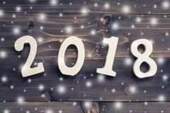 Houten aantallen die het aantal 2018, voor het nieuwe jaar en sno vormen Royalty-vrije Stock Afbeeldingen