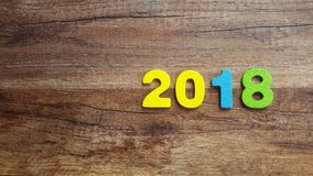 Houten aantallen die het aantal 2018, voor het nieuwe jaar 2018 op een houten achtergrond vormen Royalty-vrije Stock Afbeelding