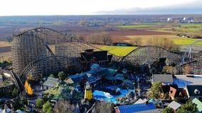 Houten achtbaan op Ijslands gebied van themapark Royalty-vrije Stock Afbeelding