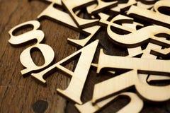 Houten alfabetbrieven royalty-vrije stock afbeeldingen