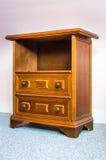 Houten antiquiteit nightstand stock afbeeldingen