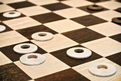 Houten artisanaal schaakbord stock fotografie